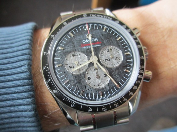Omega Speedmaster Apollo Soyuz Meteorite 311.30.42.30.99.001 Wristshot
