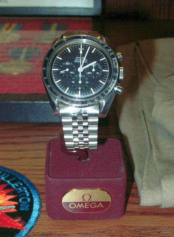 Omega Speedmaster Lousma 105.012